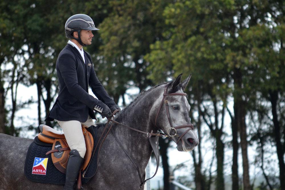 Jument Galinea de Kerglenn de l'élevage de Kerglenn et le cavalier Gwenole Le Guen